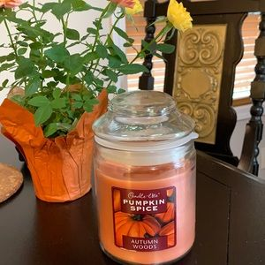Pumpkin spice candle lite 🕯